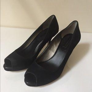 Black nubuck peep-toe pumps